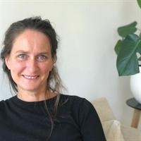 L (Lotte) van den Berg